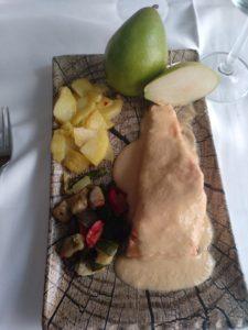 Lomo de salmón a la crema de pera